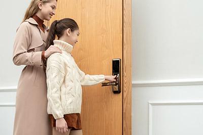Lý do khuyên bạn nên lắp đặt ổ khóa vân tay cho ngôi nhà của mình