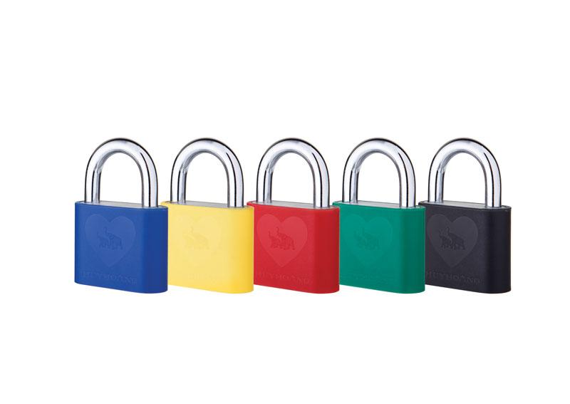 khóa treo AP với vỏ nhựa đa dạng màu sắc