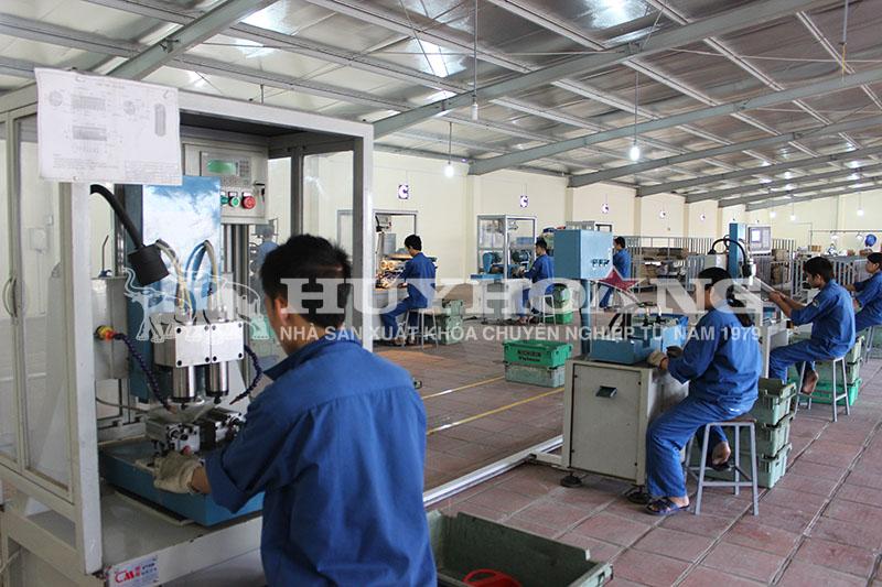 Xưởng khoan công ty Huy Hoàng