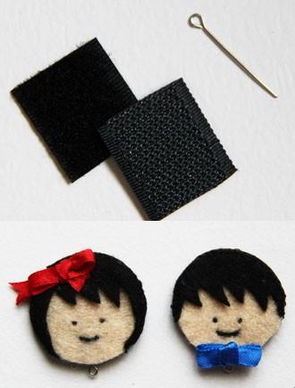 Cắt 1 hình tròn vải dạ đen làm tóc sau và 1 hình tròn vải dạ màu làm khuôn mặt. Dùng chỉ đen khâu mắt và miệng trên khuôn mặt.