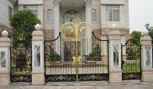 chọn khóa cổng chính an toàn cho ngôi nhà bạn