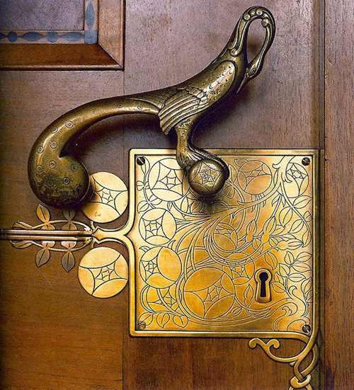 tay nắm khóa cửa phong cách cổ kính