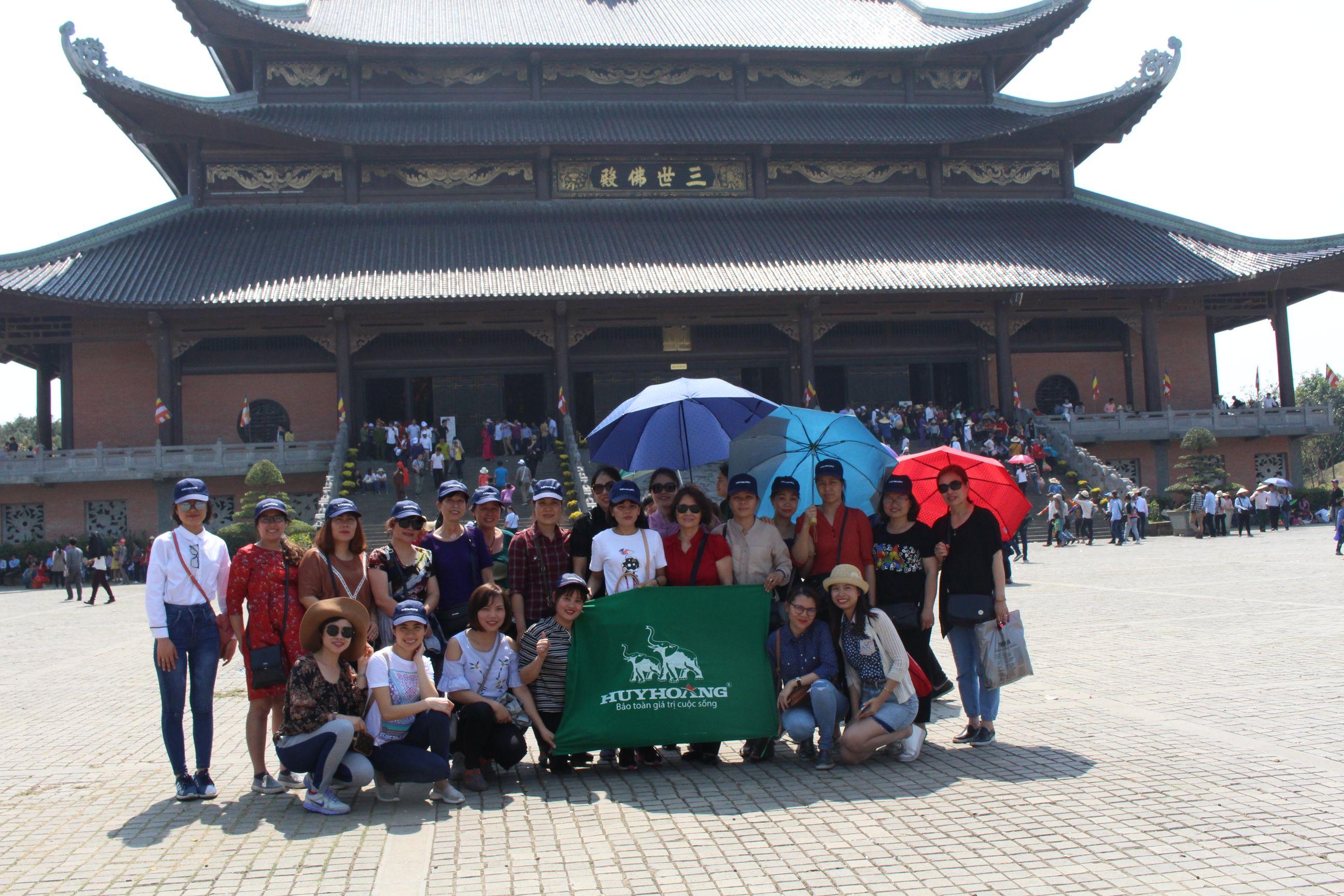 Công ty Khóa Huy Hoàng tổ chức du xuân cho CBCNV nữ nhân ngày quốc tế phụ nữ 8/3
